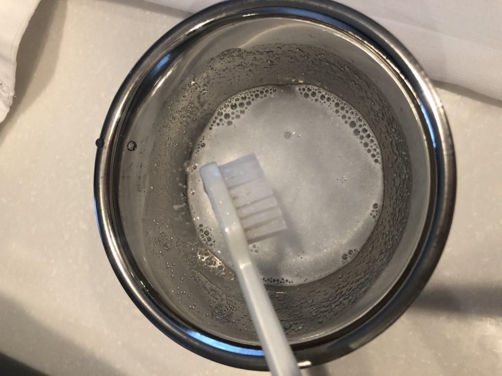 自宅でプロのシミ抜き方法『魔法水』を作る|醤油・カレー汚れもOK